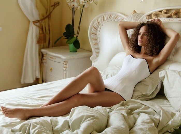 How to Do Waist Training at Night Without Losing a Wink of Sleep